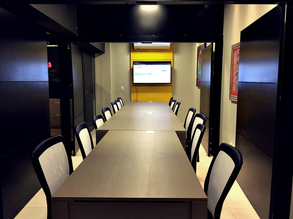 Sala de Reunião mesclada p/ até 15 pessoas